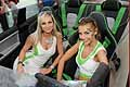 Le hostess sedute all'interno della Skoda Fabia RS 2000 Concept