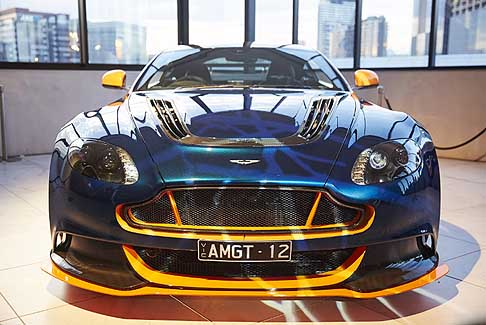 Aston Martin - Arton Martin AM-GT 12 hypercar in partnership con Red Bull