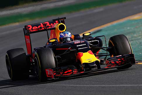 Aston Martin - Aston Martin in partnership con F1 team Red Bull Racing