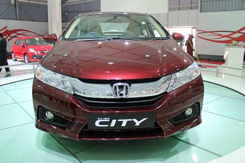 Honda - Honda city canandra anteriore al Salone di New Delhi in India