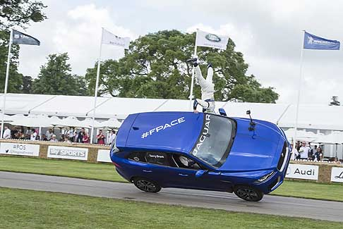 Goodwood Festival of Speed - Jaguar F-PACE a Goodwood, stunt driver Terry Grant