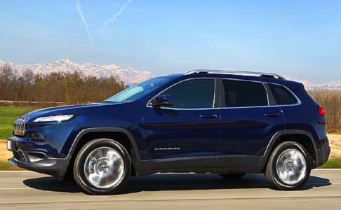 Jeep - Jeep Cherokee Limited MY 2014 su strada vista laterale