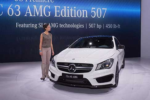 Mercedes-Benz - Mercedes CLA 45 AMG tecnology e hostess al New York Auto Show 2013