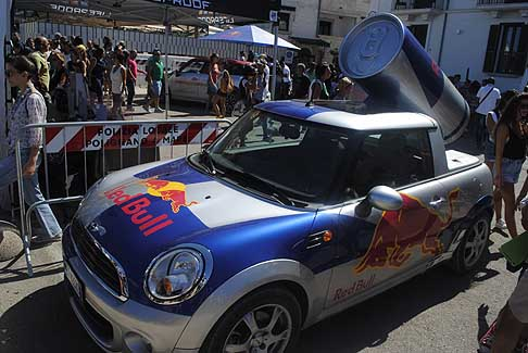 Red Bull - Mini Cooper con lattina Red Bull a Polignano a Mare edizione 2015