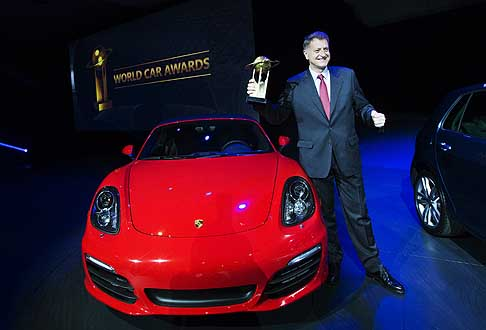 Trofei Awards - Porsche Boxster / Cayman vince il World Performance Car of the Year conil President e CEO Porsche Cars North America Detlev von Platen al New York Auto Show 2013