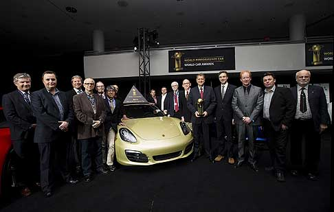 Trofei Awards - President e CEO di Porsche Cars North America Detlev von Platen con il premio World Performance Car al New York International Auto Show 2013