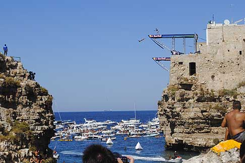 Red Bull - Red Bull Cliff Diving World Series 2015 spettacolare gara di tuffi a Polignano