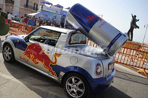 Tuffi alta quota Polignano a Mare - Red Bull mini Pick Up Show Car a Polignano a Mare per il Red Bull Cliff Diving 2017