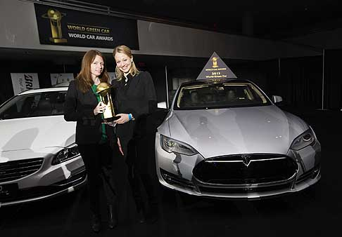 Tesla Model S - Tesla Model S vince il World Green Car of the Year 2013 al Salone di New York