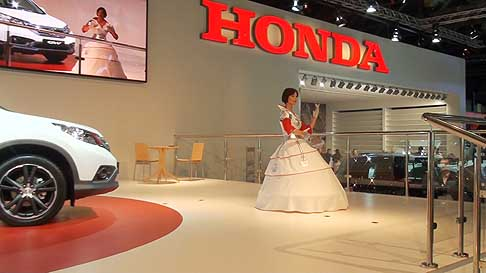 Honda - The U3-X hidden under the rider´s costume at the MIAS 2012