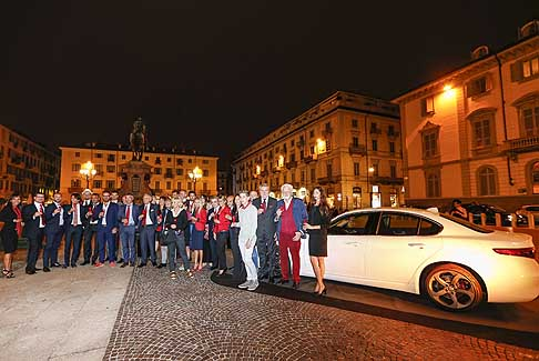 Alfa Romeo - The Red Table con l´Alfa Romeo Giulia e l´Alfa Romeo 4C