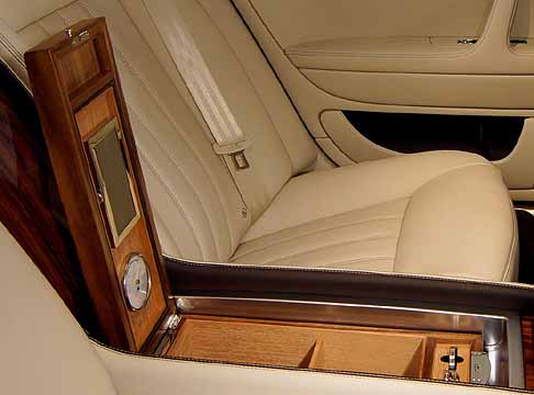 Bentley - Bentley Continental Flying Spur interni crucotto centrale con rifiniture di prregio Linley
