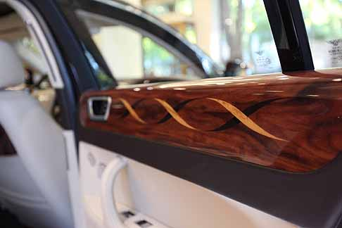 Bentley - Bentley Continental Flying Spur con rifiniture interne con mateirale santos rosewood by Linley