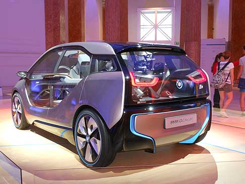 BMW - Struttura BMW i3 concept per il Tour innaugurale del Born electric Tour