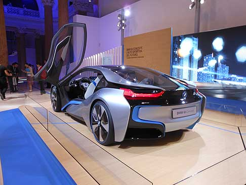 BMW - BMW i8 concept car presenta a Roma al BMW-i «Born electric Tour»