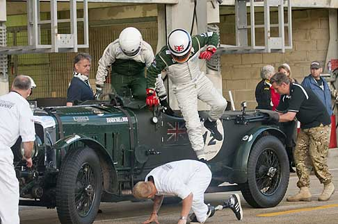 Bentley - Le Mans Classic cambio di pilota al volo... - Flying pit stop with mission Motorsport and Bell and Overington