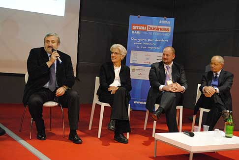 Smart City - Smau Bari Smart City da sinistra il sindaco Michele Emiliani, Anna Brogi rappresentante dell´Enel, Luciano Cassani Sales Business Development Manager di Cisco Systems e Giancarlo Capitani Presidente Net Consulting