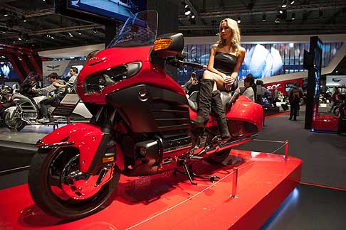 Honda - Moto Honda Gold Wing e hostess all´Eicma 2012
