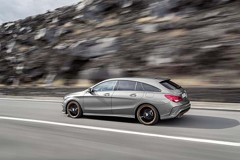 Mercedes-Benz - Tra le dotazioni dedicate alla sicurezza degli occupanti segnaliamo il COLLISION PREVENTION ASSIST PLUS, un sistema di assistenza alla guida che integra le funzioni del COLLISION PREVENTION ASSIST con una frenata autonoma.