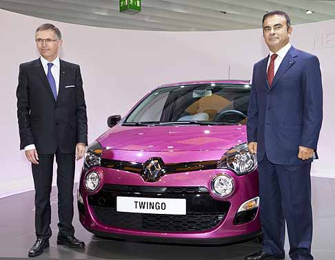 Renault - Carlos Tavares, Chief Operating Officer e Carlos Ghosn, Chairman and Chief Executive Officer vicino alla New Renault Twingo