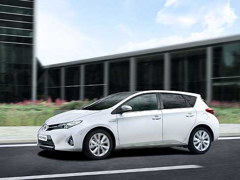 Toyota - Toyota Auris Hybrid model year 2013 dispone del Simple Intelligent Park Assist (SIPA)