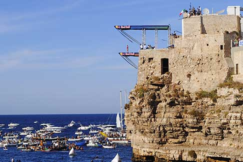 Cliff Diving a Polignano - Trampolino femminile situato 22 m dall´acqua per il Red Bull Cliff Diving World Series 2015
