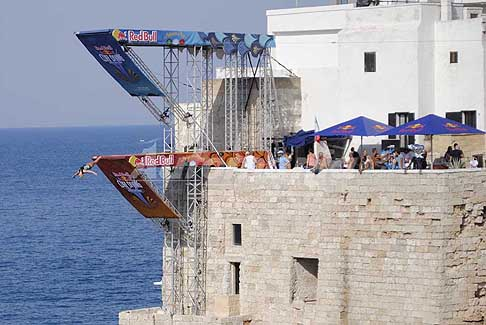 Red Bull Cliff Diving World Series 2017 - Tuffo dal trampolino femminile al Red Bull Cliff Diving World Series 2017 a Polignano a Mare