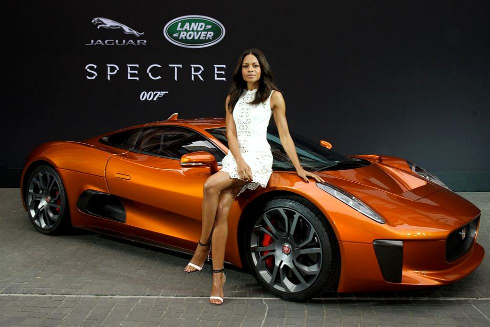 Jaguar - Guidata da Hinx, interpretato da David Bautista, la supercar C-X75 è stata fornita dalla Divisione Jaguar Land Rover Special Vehicle Operations (SVO).