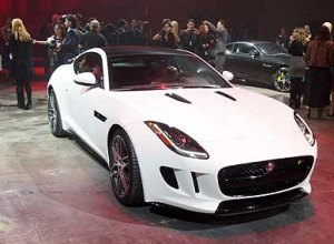 Show della Jaguar F-Type Coupé a Los Angeles