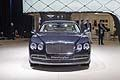 Vista frontale della lussuosa Bentley Flying Spur Salone di Detroit