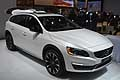 Volvo V60 Cross Country white al Salone di Detroit 2015