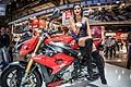 Moto BMW S1000 R e hostess all´Eicma 2013