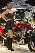 Hostess e moto Honda Crossrunner all�Eicma 2014