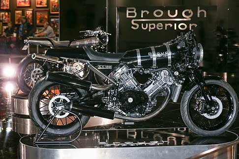 Brough Superior - Brough Superior SS100 con motore V2 da 997 centimetri cubi