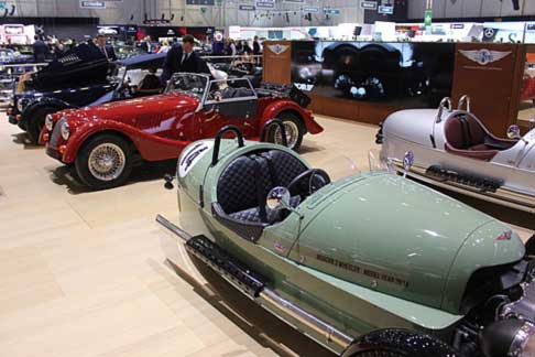 Morgan Motor - Morgan Three Wheeler e Morgan Plus 4 nello sfondo
