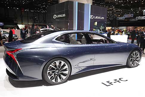 Lexus - Affianca la coupè LC 500h la Concept Car LF-FC (Lexus Future – Flagship Car Fuel Cell)