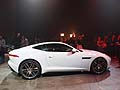 Nuova Jaguar F-Type Coupé fiancata laterale al Los Angeles Auto Show 2013