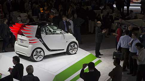 Smart - Fashion designer Jeremy Scott per la world premiere Smart ForJeremy in LA Auto Show 2012 di Los Angeles