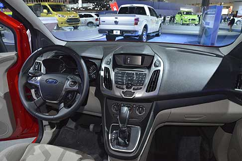 La autoshow ford ford transit connect cabina interno al for Interno auto