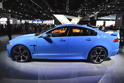 Jaguar - New Jaguar XFR-S nella colorazione French Racing Blue al Salone di Los Angeles 2012