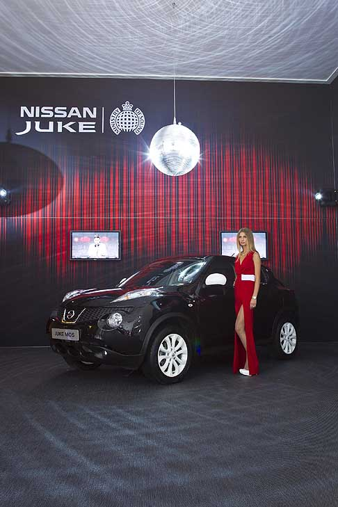 Moscow-International-Automobile-Salon Hostess