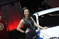 Hostess che affianca la vettura Alfa Romeo Mito energy machine