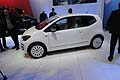 Volkswagen UP! vista laterale della piccola city car