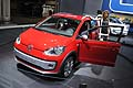 Auto rossa Volkswagen Cross Up! Al Motor show