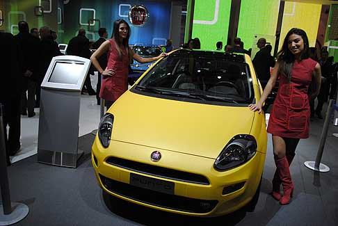 Fiat - La nuova Auto Fiat Punto 2012 Born this way
