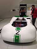 Race car Porsche guidata da Ralf Schumacher al Museo Porsche di Stoccarda in Germania