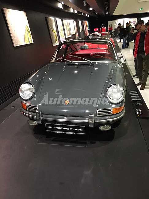 Porsche - Porsche 911 2.0 Coupe in mostra al Museo Porsche di Stoccarda in Germania