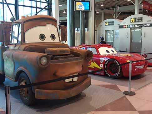 Disney Cars 2 - Disney «Cars 2» - pick-up artist «Mater» e la supercar «Lightning McQueen» red