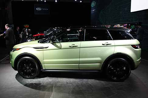 Land Rover - evoque laterale verde