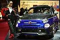Abarth 595 hostess con tuta al Salone di Parigi 2016